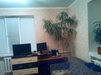 Комната с ремонтом, общей площадью 24 м2, в общежитии, р-н КСК, Комнаты