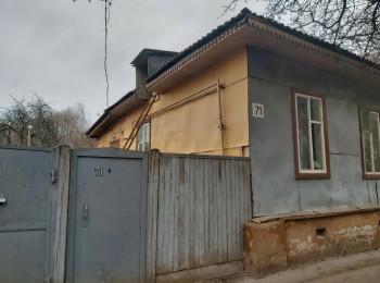 Продам часть дома в центре с участком и гаражом, Часть дома